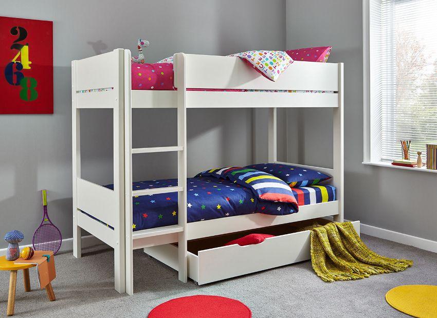 Одной из самых экономных в плане использования пространства является двухъярусная кровать