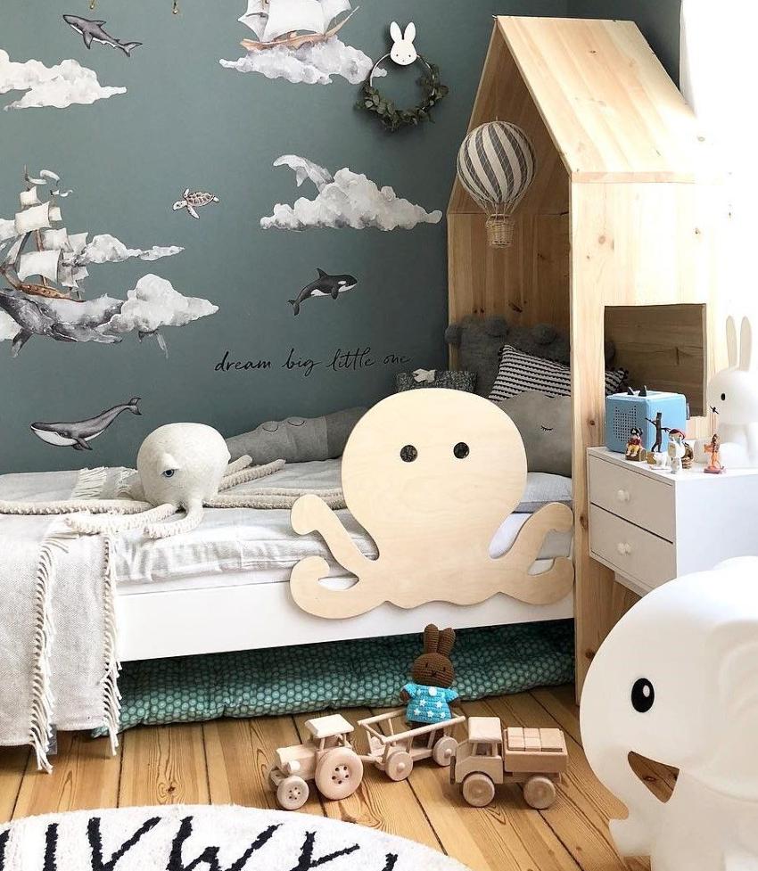 По разновидностям детские кровати бывают: классические односпальные, кровати-подиумы, чердаки, трансформеры