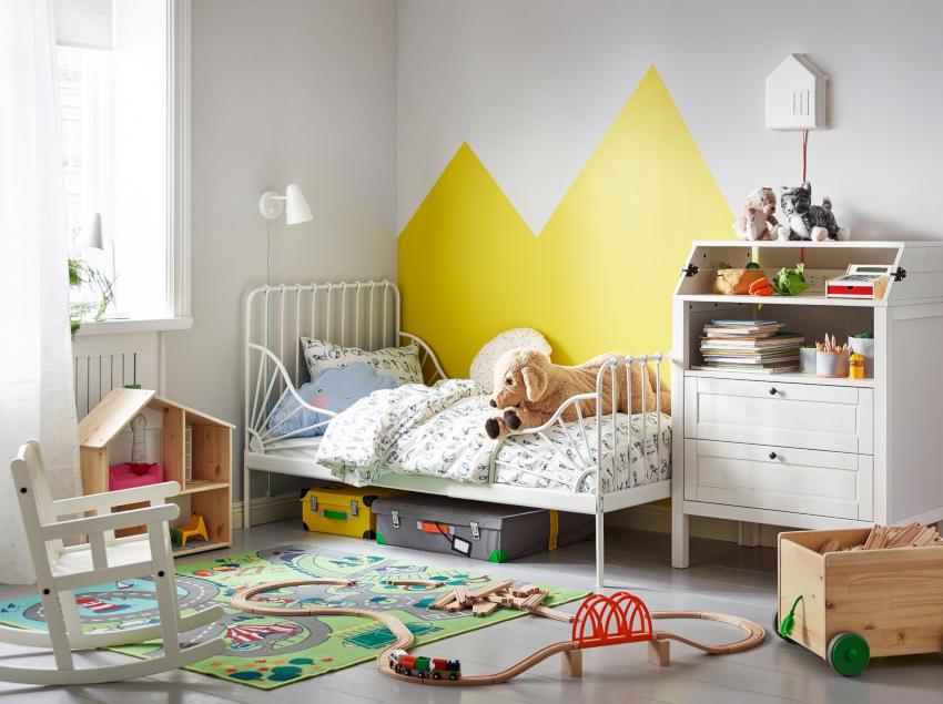 Специальные мебельные конструкции для хранения игрушек должны быть во всех детских комнатах