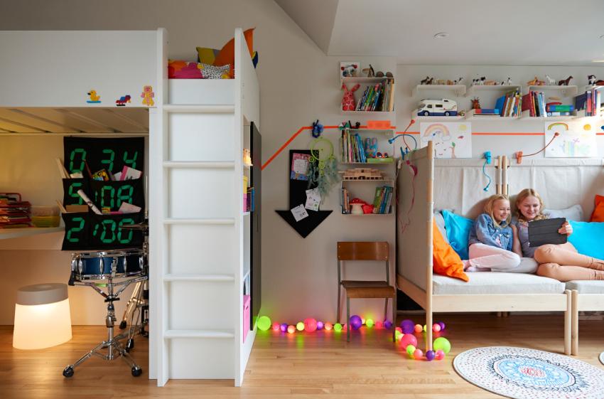 Даже если семья проживает в однокомнатной квартире, для ребенка должна быть обустроена отдельная зона
