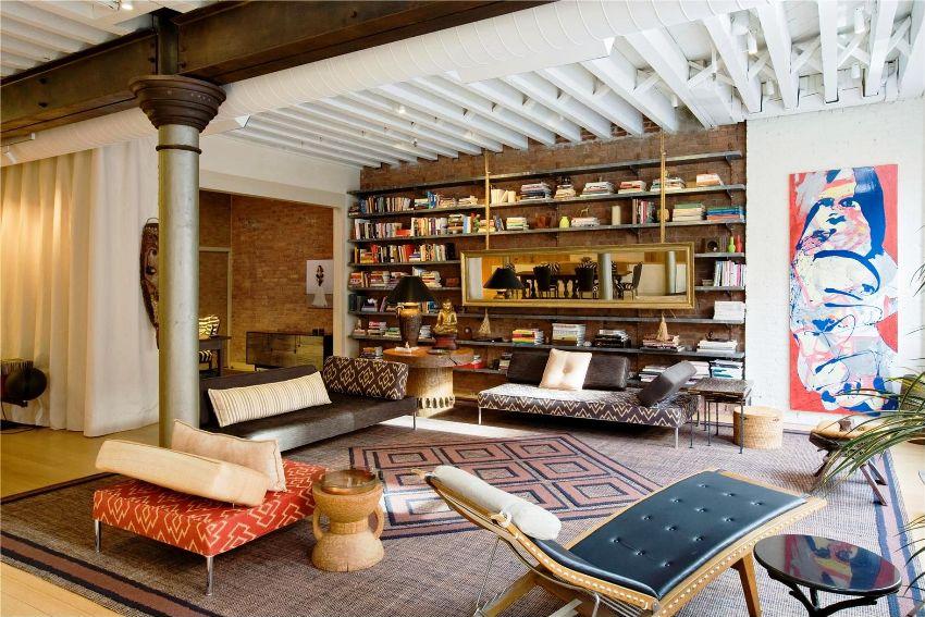В зависимости от стилистического направления и выбранной цветовой гаммы гостиной осуществляется и выбор оттенков для исполнения мягкой мебели