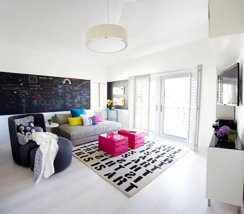 Велюровая обивка добавляет мягкости и ощущения тепла и уюта не только самому предмету мебели, но и всей обстановке комнаты