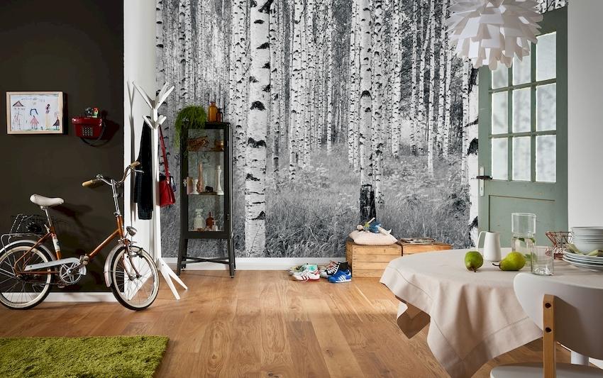 Правильно подобранный цвет настенных обоев визуально расширяет площадь кухни, раздвигая стены, приподнимая потолок