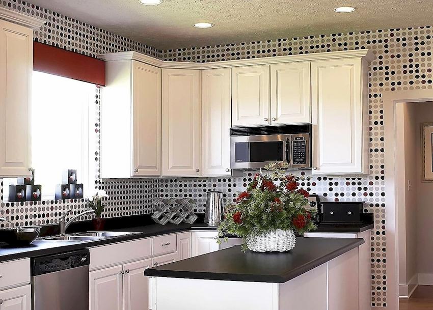Универсальным цветом мебели является белый, который может сочетаться с любым оттенком, характерным для выбранного стилистического направления