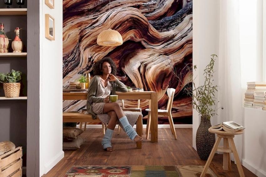 В маленькой кухне одну из стен можно оформить зеркальными или фотообоями