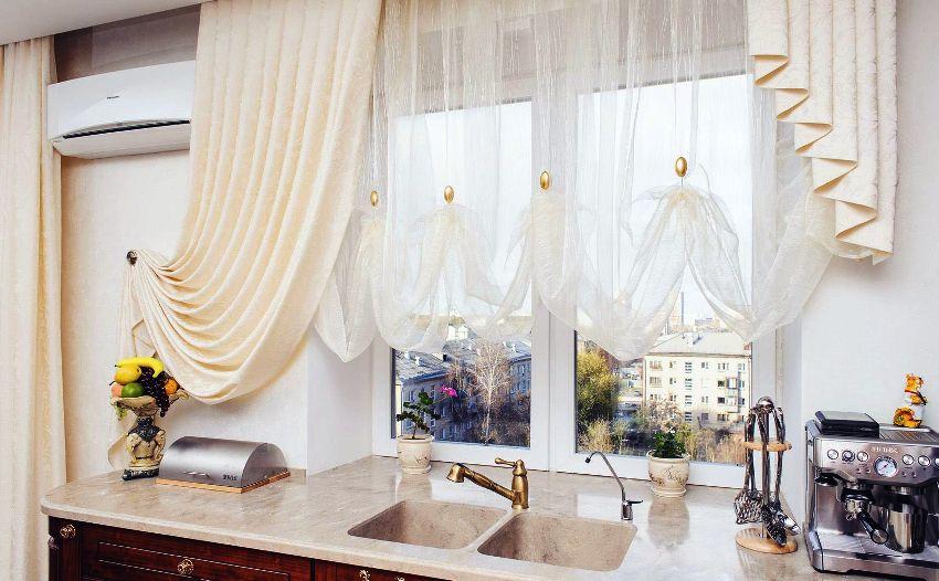 Ламбрекены на окна бывают жесткими (бандо) и мягкими