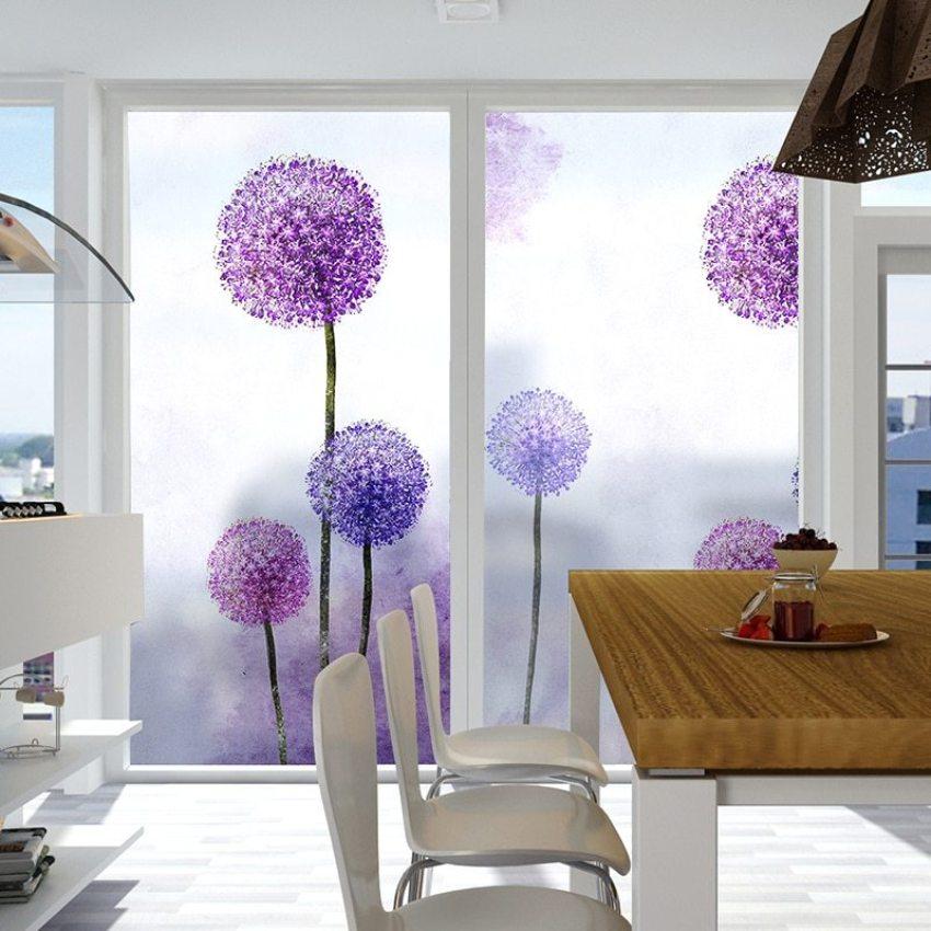Многие виды клейкой пленки снимаются без особых усилий, и дизайн окна можно легко менять