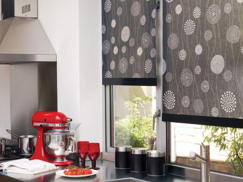 Правильно подобранная расцветка, орнамент и материал помогут выгодно подчеркнуть сильные стороны интерьера кухни