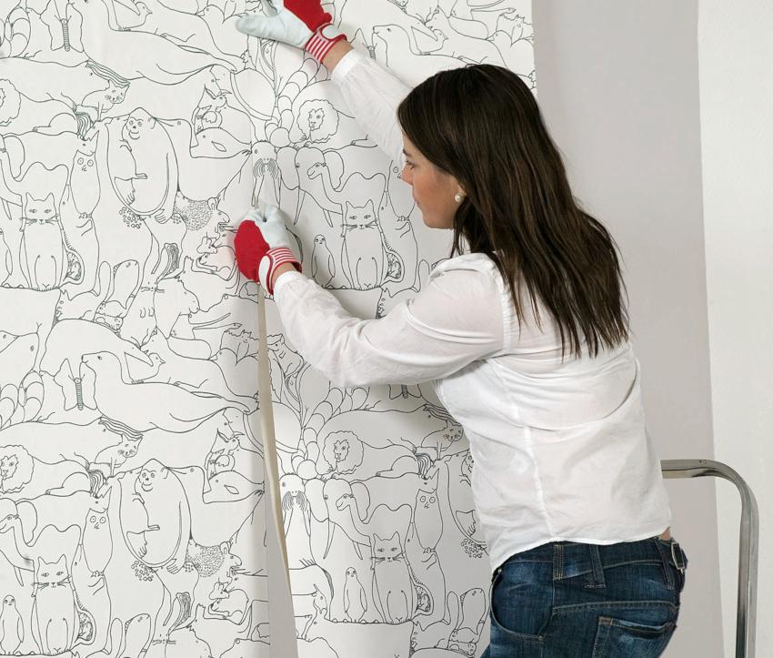 В комнатах с повышенной влажностью и с большой проходимостью лучше использовать виниловые изделия