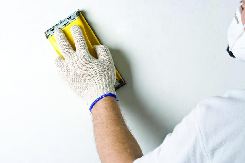 Мнение о том, что стены для покраски достаточно просто очистить от грязи и пыли является ошибочным