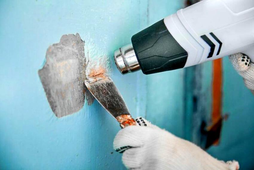Работы, предусматривающие использование строительного фена, необходимо проводить в перчатках, респираторе и специальных очках