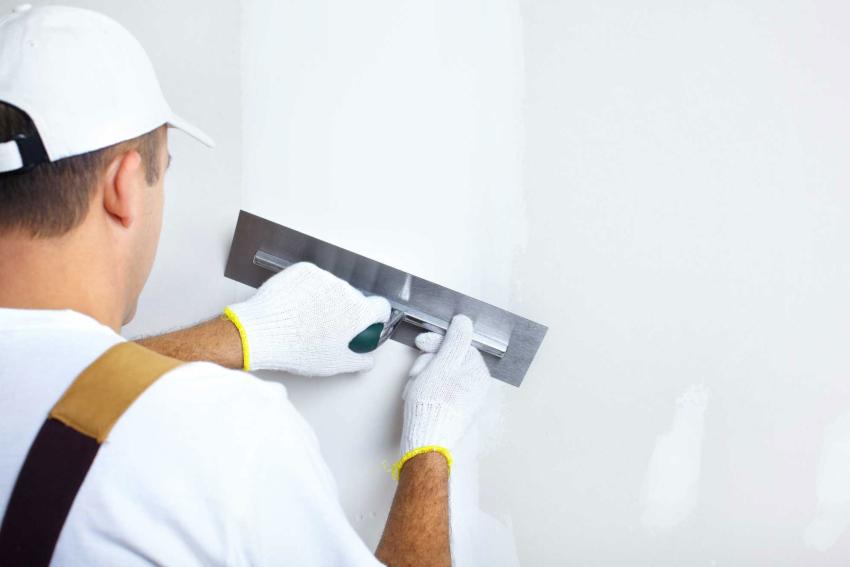 При выявлении небольшого количества дефектов производят простое шпаклевание стены