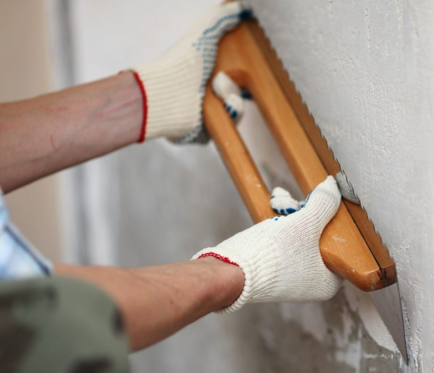чтоб обретенные обои как можно подольше веселили глаз владельцев дома, нужно с особенной ответственностью подойти к подготовке поверхности