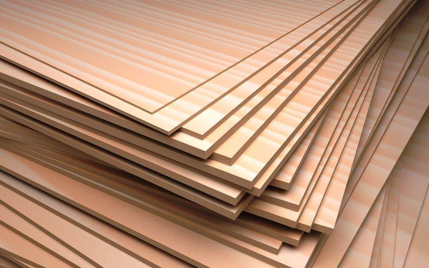В качестве основания под доску используют влагостойкую фанеру толщиной около 15 мм