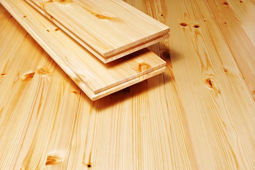 Лучше всего устраивать деревянные полы в доме из дуба или ясеня – такой пол будет наиболее прочным
