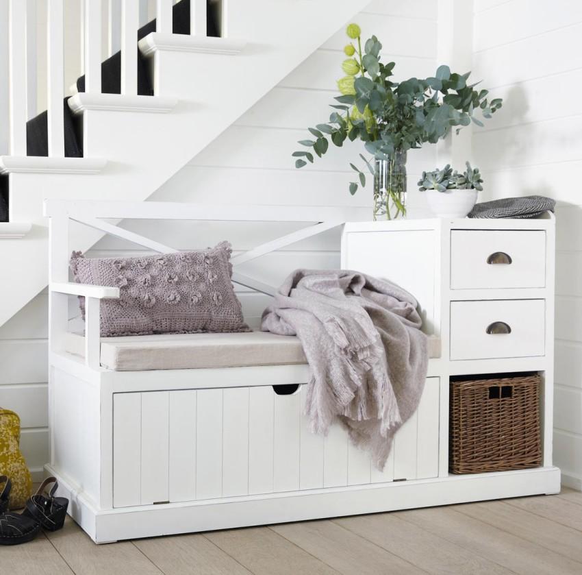 При изготовлении мебели для прихожей необязательно использовать натуральный массив, его можно заменить более дешевыми аналогами