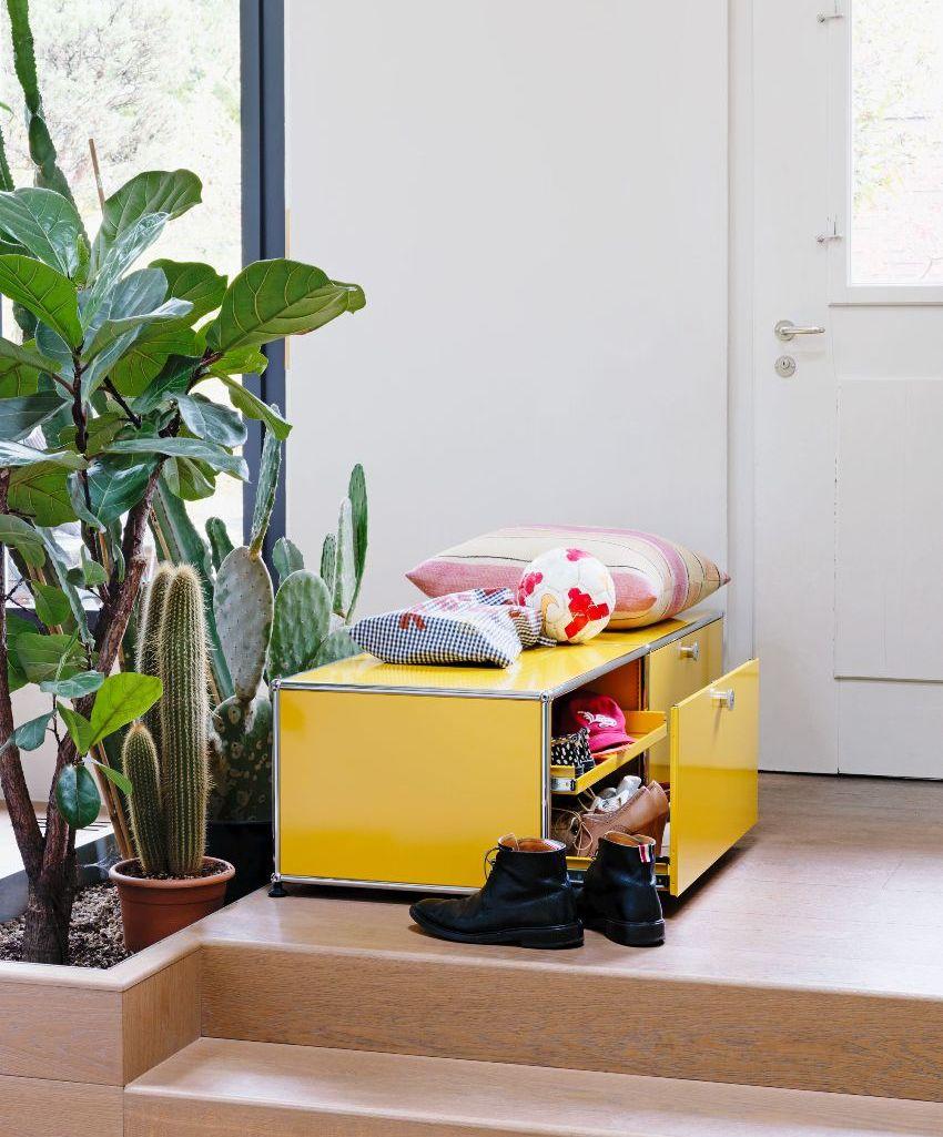 К важным достоинствам изготовления мебели для прихожей своими руками можно отнести оригинальный и неповторимый дизайн
