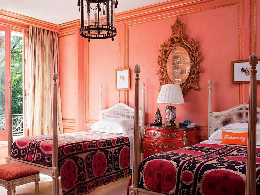 Розовые тона способны наполнить интерьер спальни теплотой и уютом