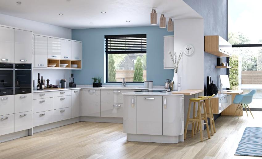 Серо-синяя кухня считается довольно холодной, поэтому лучше такое сочетание выбирать для помещения, расположенного на южной стороне