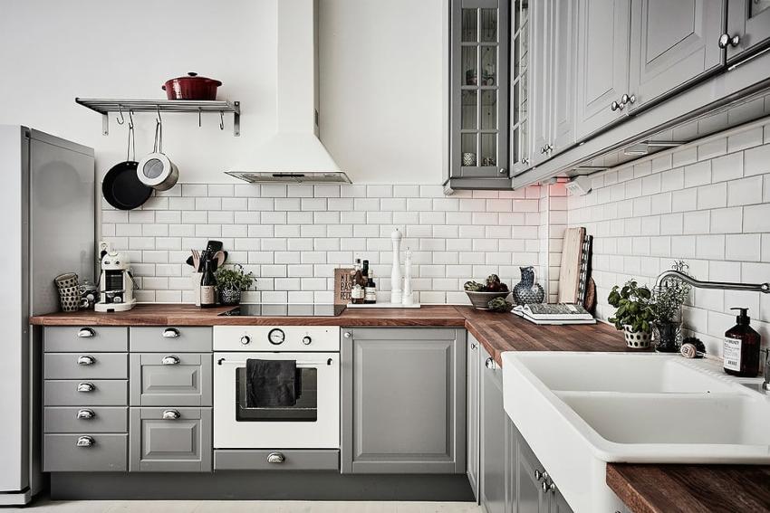 Дизайнеры не рекомендуют усердствовать с употреблением темных тонов даже в условиях большой кухни
