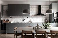 Грифельный, пепельный, цвет бетона, антрацит или серебро – все эти оттенки относятся к серой цветовой гамме