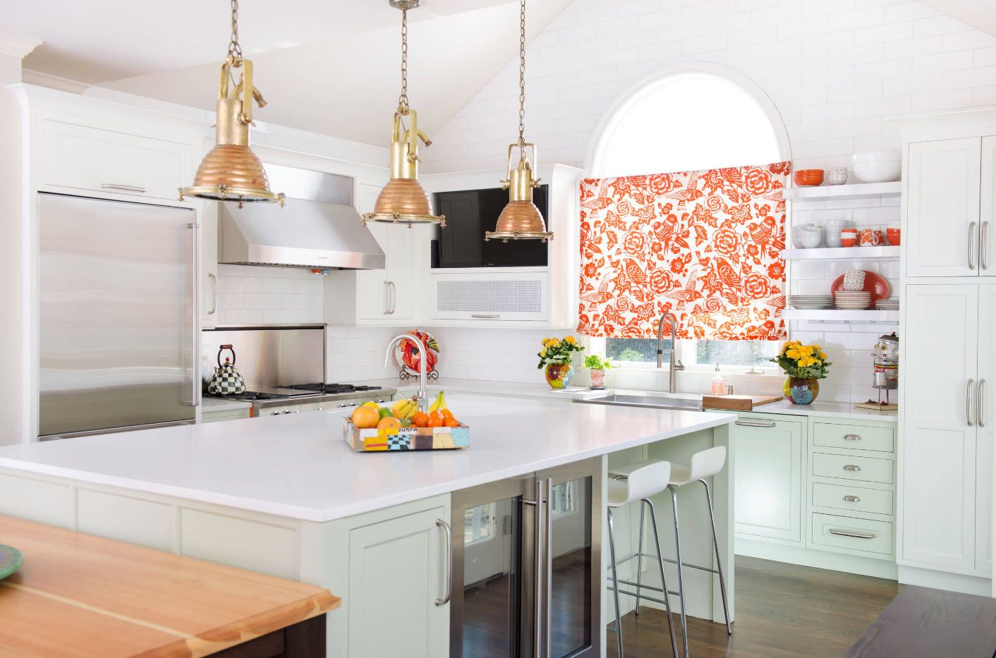 Перед тем как принятся за пошив штор на кухню, нужно выбрать модель и ткань для ее изготовления
