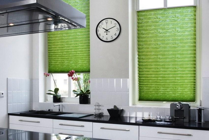 Модель шторы-плиссе чаще всего применяются в интерьере кухни в современном стиле