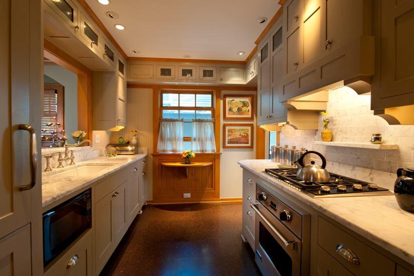 Натуральный материал занавеса для кухни должен, прежде всего, быть износоустойчивым и простым в уходе
