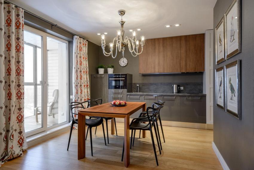 Если кухня выходит на солнечную или юго-западную сторону, важно выбирать ткани устойчивые к выгоранию