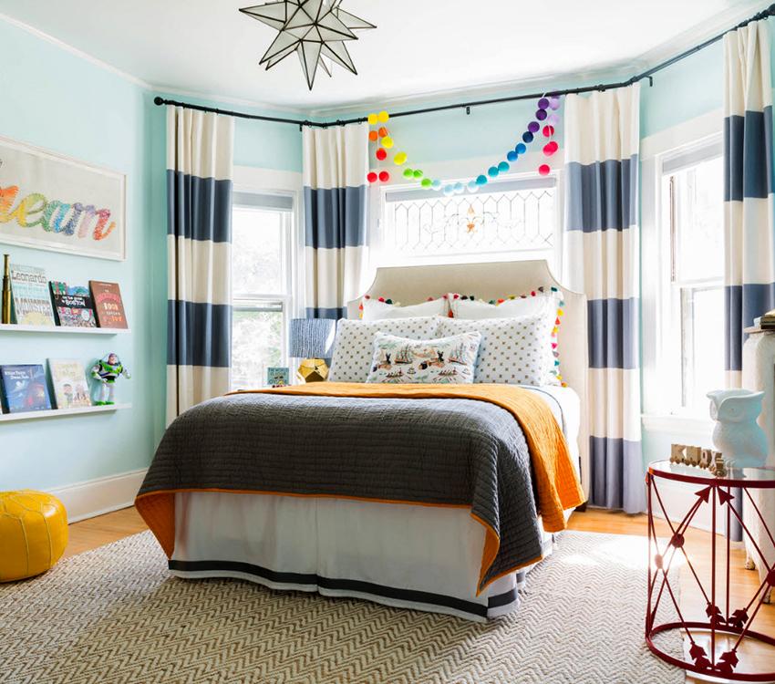 Шторы для комнаты подростка необходимо выбирать исходя из предпочтений ребенка