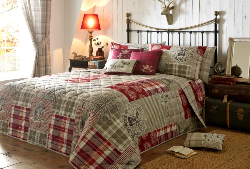 Современная промышленность выпускает готовые комплекты для спальни – шторы, покрывало, наволочки