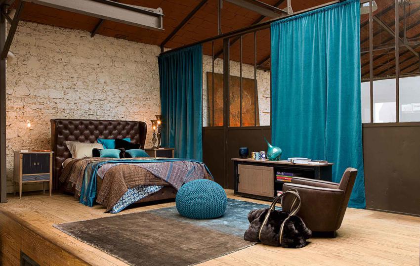 Шторы для спален в современных стилях модерн и хай-тек отличаются функциональностью, простым кроем и лаконичностью