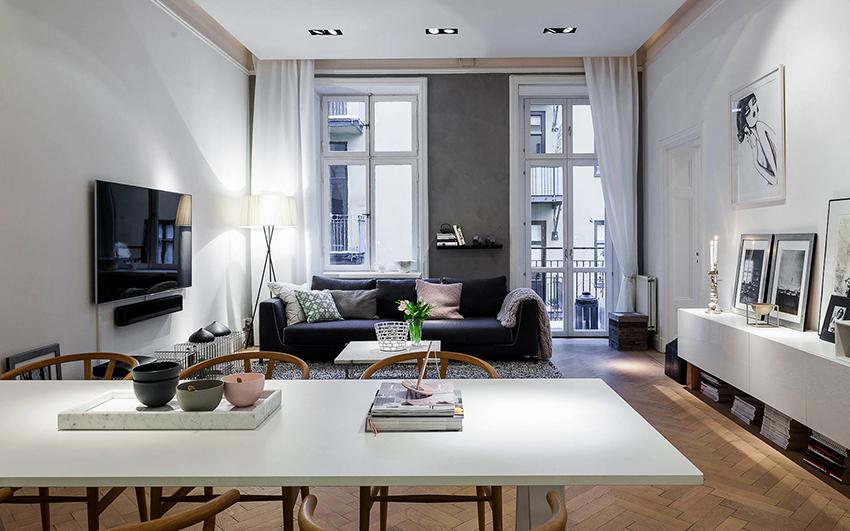 Грамотное оформление окна с балконной дверью создаст оригинальную и красивую композицию