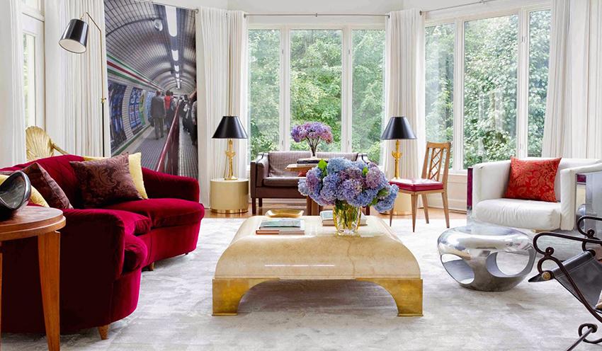 Многие дизайнеры считают шторы неотъемлемой частью интерьера зала