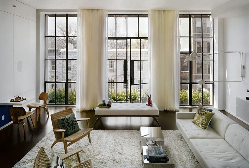 Правильное оформления окна с балконной дверью является более сложной задачей