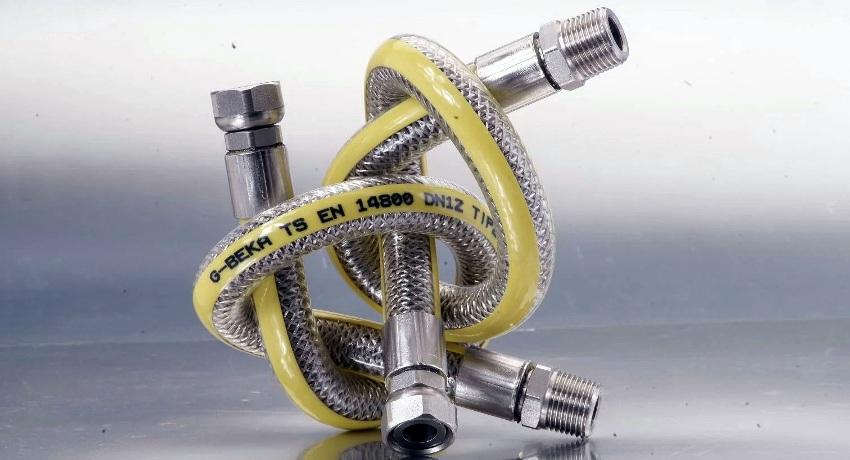 Существенным недостатком шлангов с металлической оплёткой является невозможность визуального контроля за состоянием резинового слоя