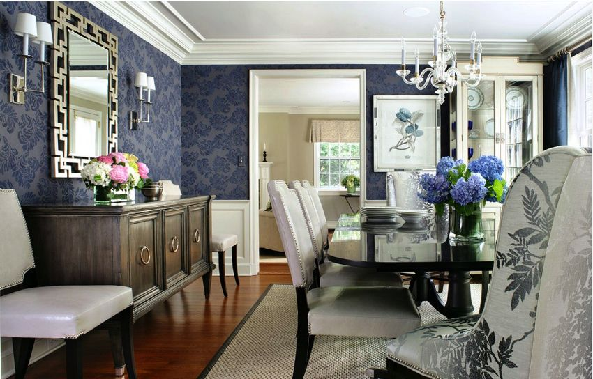 Благодаря своему успокаивающему и расслабляющему воздействую, синий цвет, как нигде лучше, вписывается в гостиных помещениях