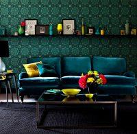 Помещения, оформленные темно-зелеными обоями, смотрятся гармонично и успокаивающее