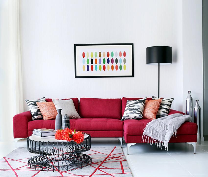 Угловой диван может быть как симметричной, так и асимметричной формы