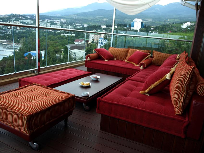 Если есть желание, то уютный угловой диван можно изготовить собственноручно