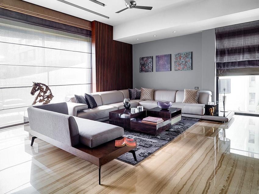 Наибольшей популярностью пользуются диваны со столиками или полками