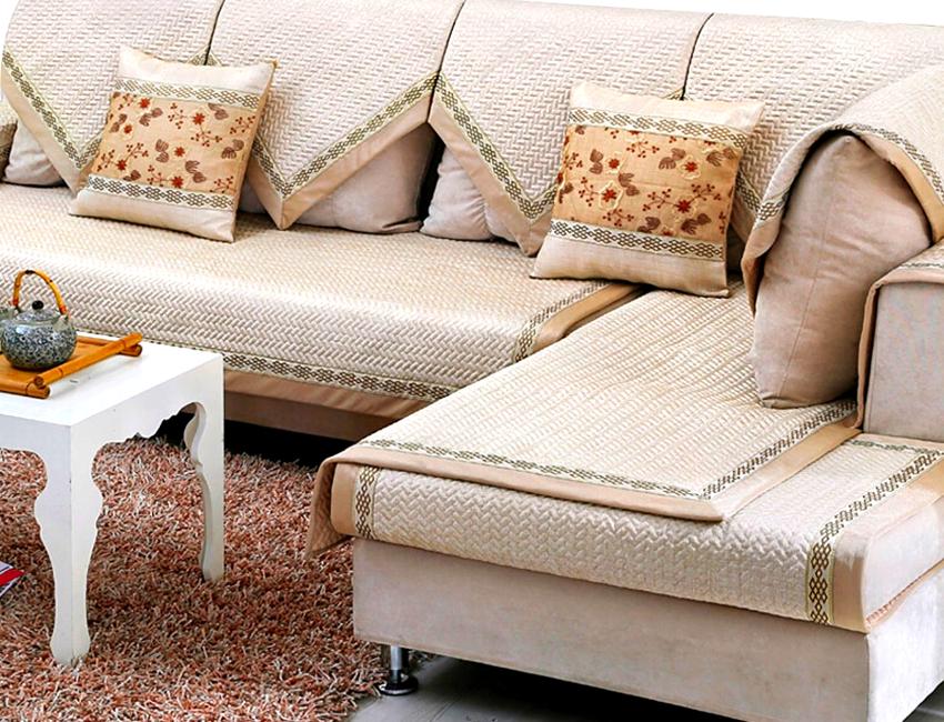 Декоративные чехлы могут иметь свободный крой, поэтому их несложно изготовить самостоятельно