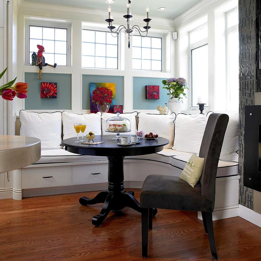 К категории компактных угловых диванов относятся изделия в виде скамьи
