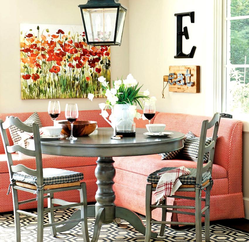 Владельцам квартир с ограниченной площадью стоит задуматься о приобретении маленького углового дивана на кухню