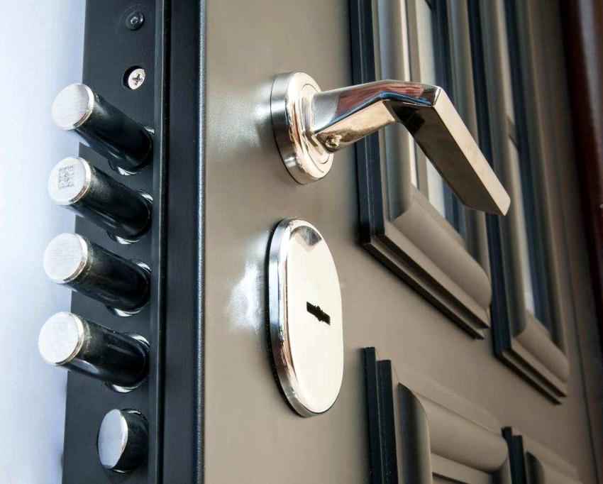 Самостоятельно заменить замок в двери имеющий сувальдный механизм труднее всего