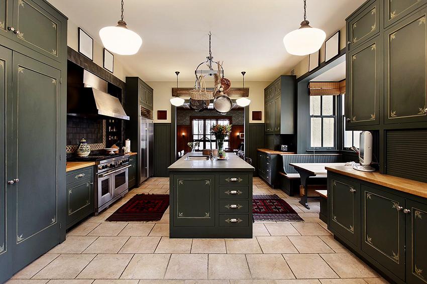 Темно-зеленый цвет подойдет для кухни в классическом стиле