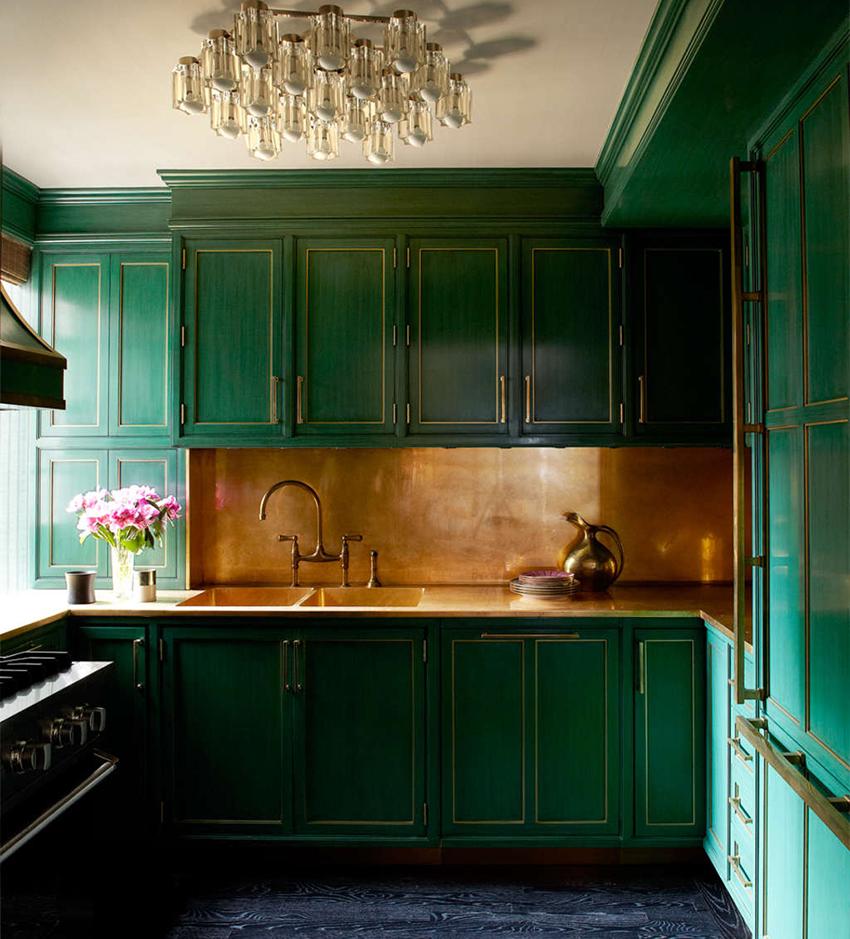 Фартук может быть выполнен в тон всей кухне или быть контрастным