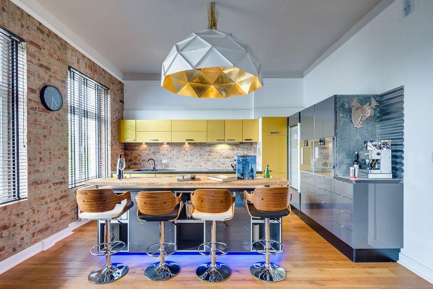 Использование исключительно желтого в интерьере кухни, как правило, редкость