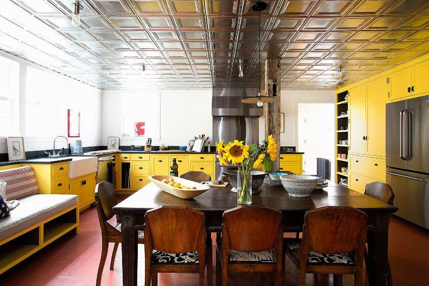 Солнечная кухня не может быть однотонной, ведь даже столь позитивный цвет должен использоваться с умом