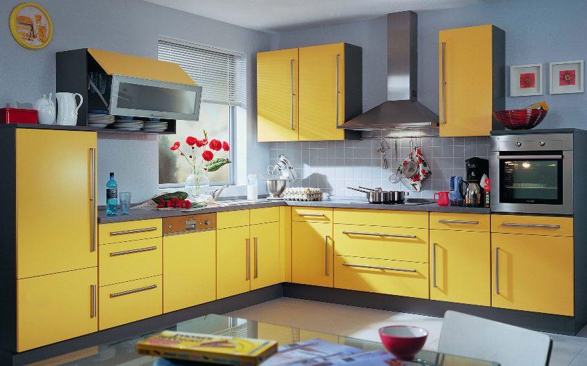 Серая палитра цвета очень богата, потому может использоваться в самых разнообразных оттенках в сочетании с желтым